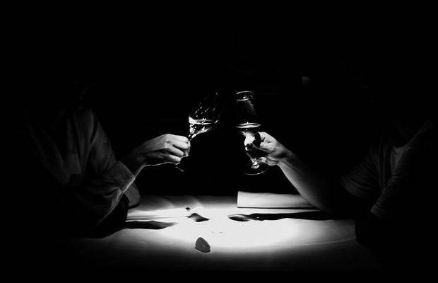 Resultado de imagen para pareja bebiendo vino
