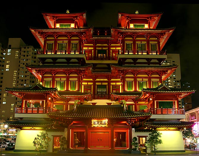 Buddha_Tooth_Relic_Temple_night