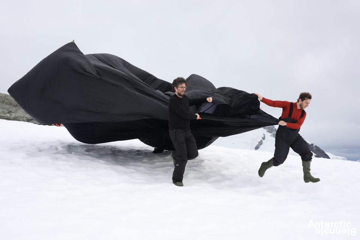 Obra de Tomás Saraceno - Cortesía Bienal de la Antártida