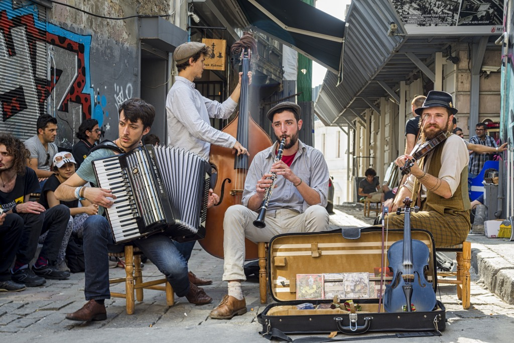 Street-Musicians-in-Istanbul-Turkey