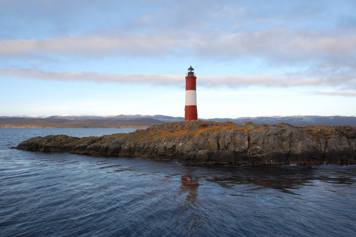 lighthouse-1567724_1920
